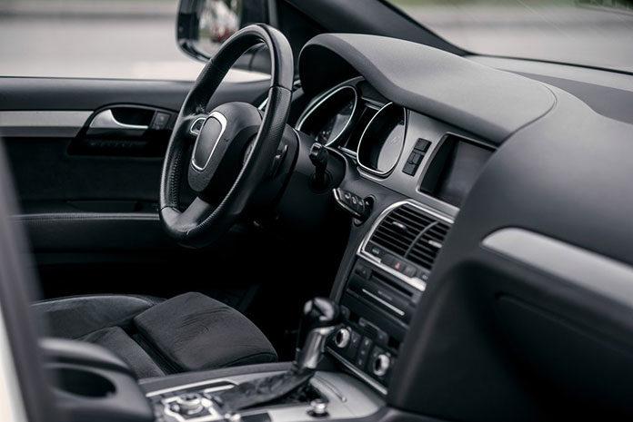 Kupiłeś używany samochód – sprawdź w co warto je wyposażyć
